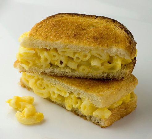Grilled Macaroni and Cheese Sandwiches