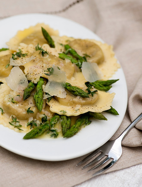 Ravioli with White Wine Butter Sauce and Asparagus