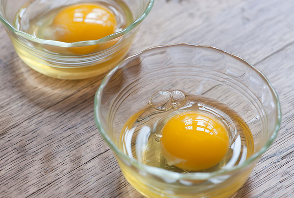 raw eggs in dishes